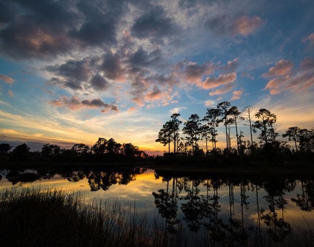 Sunset photo over lake