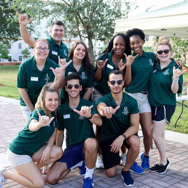 fgcu students on campus wings up