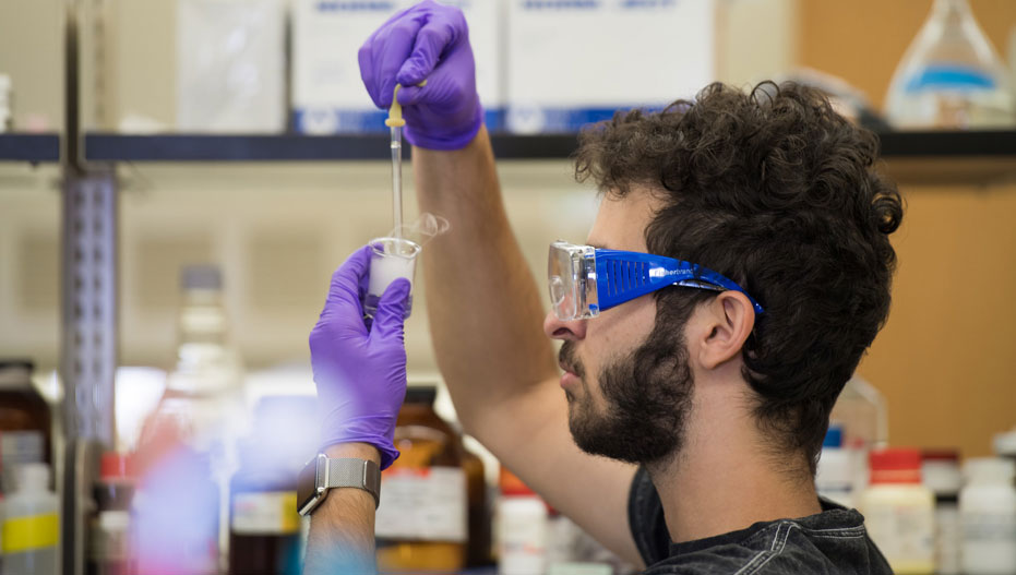 Photo of student in bio lab.