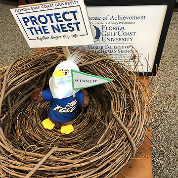Protect the nest trophy with Azul